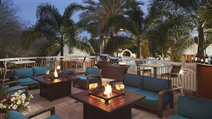 Hilton Grand Vacations at SeaWorld Outdoor Lounge