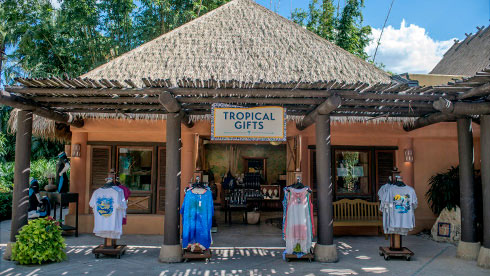 Tropical Gift Shop with souvenirs at Discovery Cove