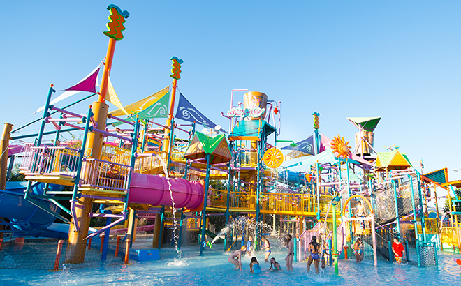 Kids playing in Walkabout Waters play structure at Aquatica Orlando