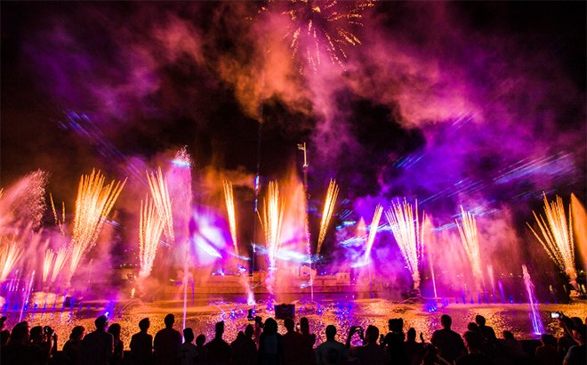 Ignite Fireworks Spectacular during Electric Ocean