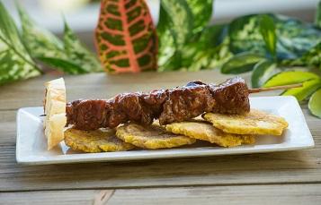 Seven Seas Food Festival Pinchos con Tostones