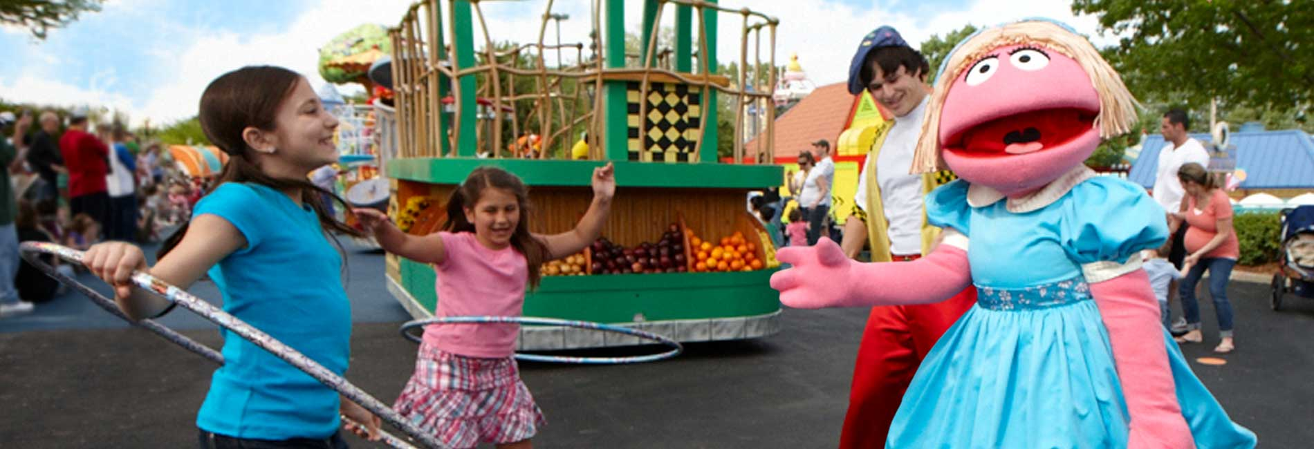 Prairie Dawn plays with a group of kids outside at Sesame Place theme park
