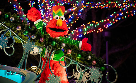 Meet Elmo at SeaWorld San Diegos Christmas Celebration