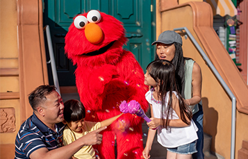 Character Photo Opportunities at Sesame Place San Diego