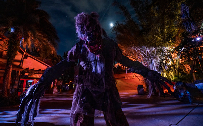 Werewolf at Howl-O-Scream