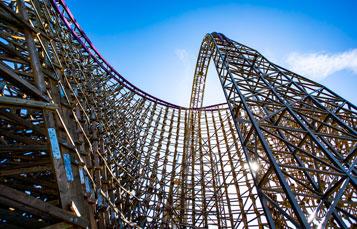 Iron Gwazi Hybrid Coaster