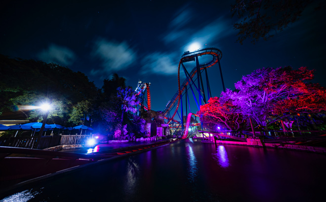 SHeiKra in front of an ominous full moon