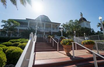 2017 buschgardenstampabay dining serengeti overlook exterior 357x229 - Best Places To Eat Busch Gardens