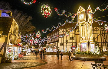 See all the light displays at Christmas Town
