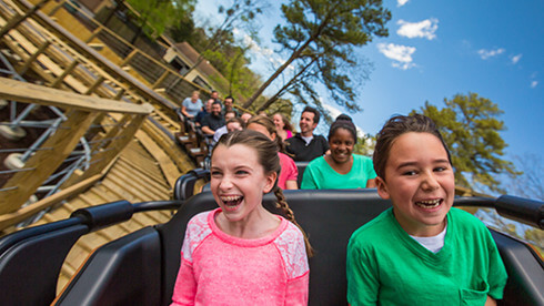 InvadR, a family-friendly wooden roller coaster