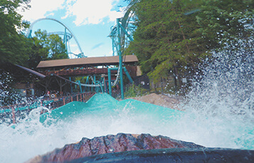 Le Scoot log flume ride splashes into the water at Busch Gardens Williamsburg